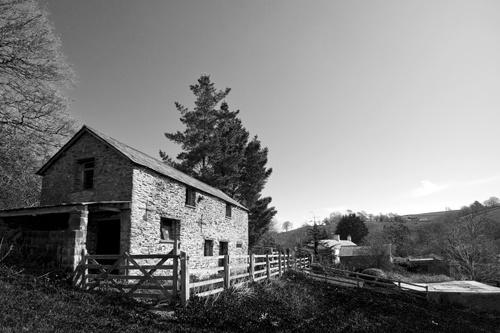 Stone Barn by Skatershrew