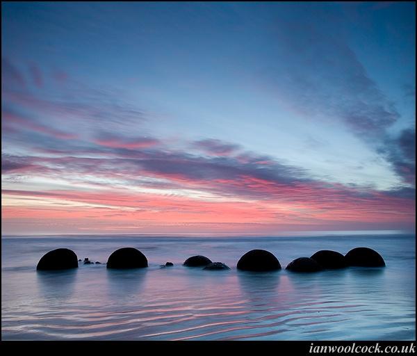 Moeraki boulder Dawn by iwool