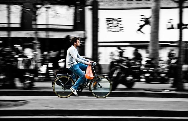 Cycling by... by davidsaenzchan