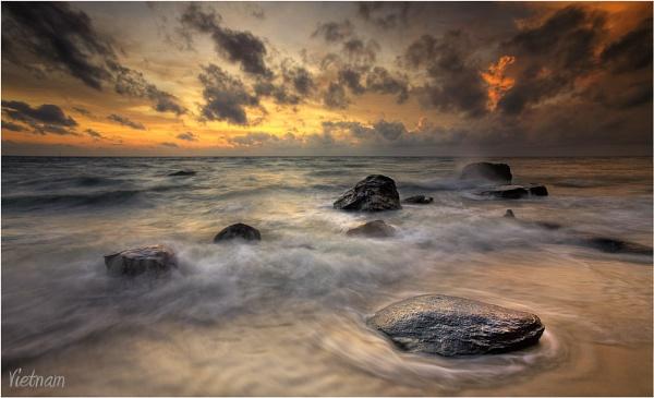 Furious Sea by dmhuynh72