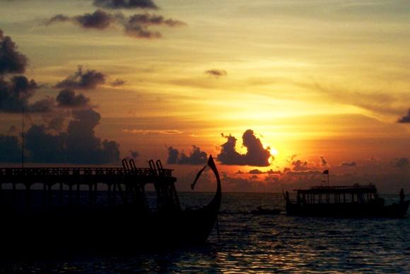 MALDIVIAN TAXIBOAT by LIMA24