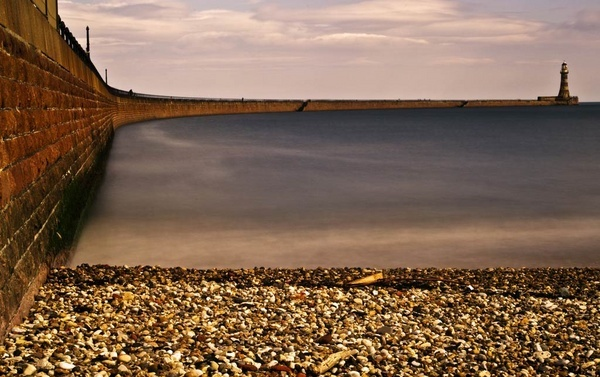 Roker lighthouse and pier by abesad