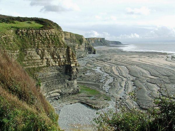 Jurassic Cliffs Glamorgan by fotosphere