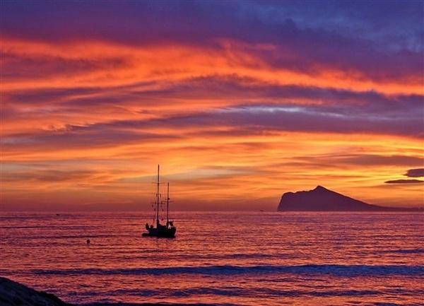 Sunset over Calpe by csopi