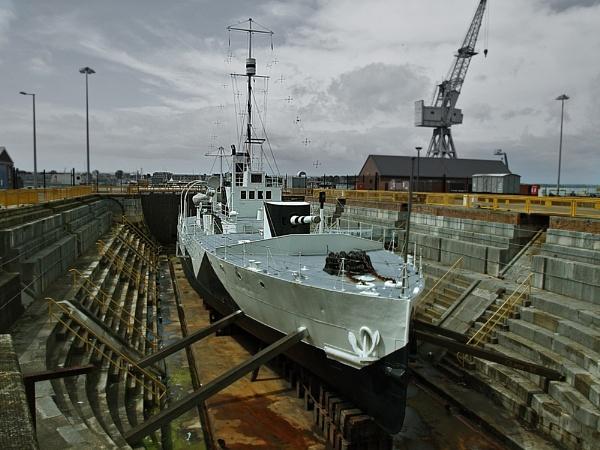 Old Warship by chensuriashi