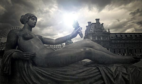 Paris statue by acididko