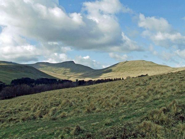 Pen-y-fan Brecon Beacons by fotosphere