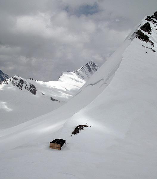 Mönchsjoch at Jungfrau by ihana