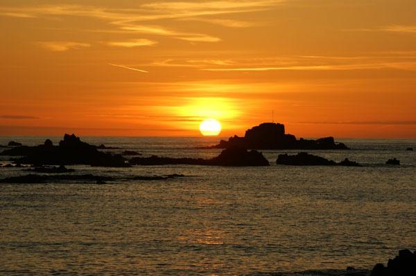 Cobo bay sunset by nharvey