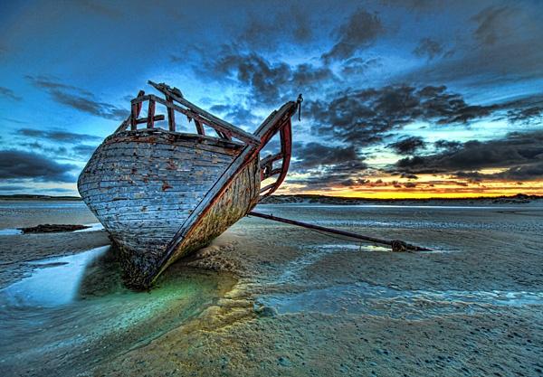 Bunbeg Wreck by islandt