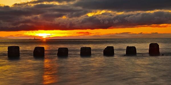 LOSSIEMOUTH - WEST BEACH IN HALF SUN LIGHT by JASPERIMAGE