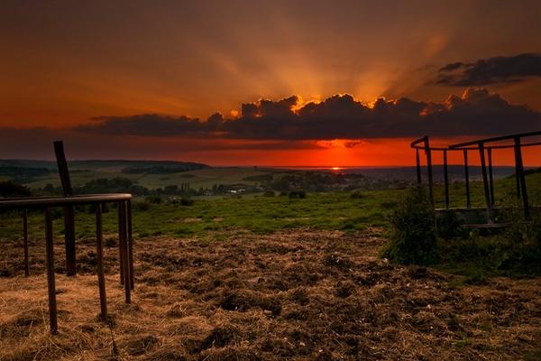 Setting sun by Darren9330