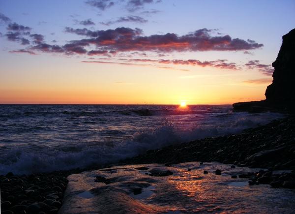 crashing sunset by natbow