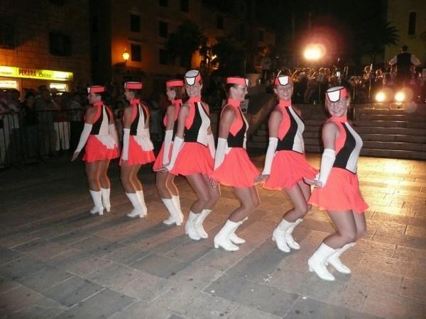 dancing girls by quattro