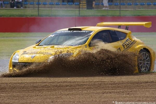 Crash Renault Megane by motorsportpictures
