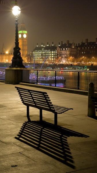 sitting light by alfpics