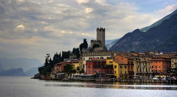 Garda Village by tomlad