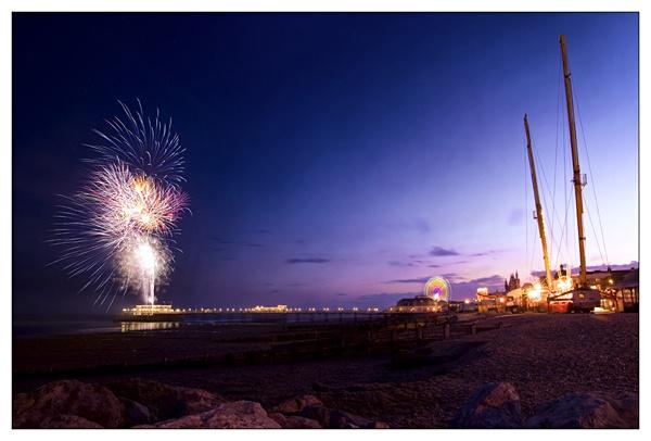 Fire works from worthing pier by DanielDCP