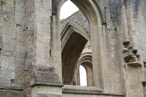 Ruins of Glastonbury Abbey by samknox
