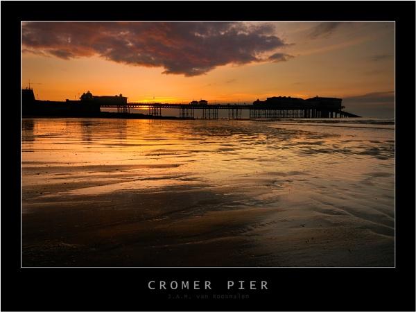 Cromer Pier by webjam