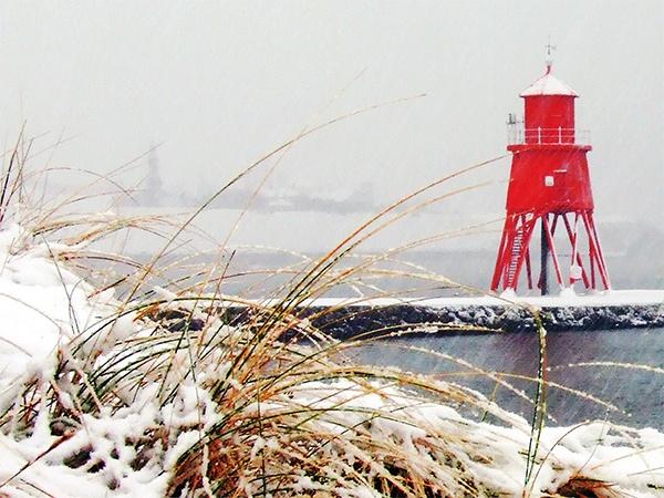Snowy Groyne. by Shawzee