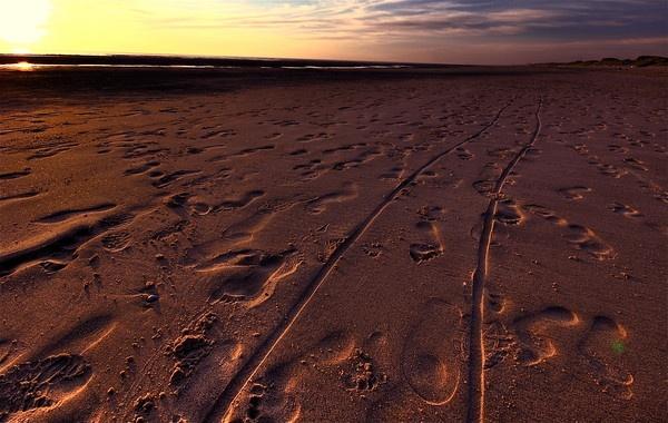 Footprints by bwillik