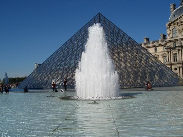 Le Louvre by lindah303