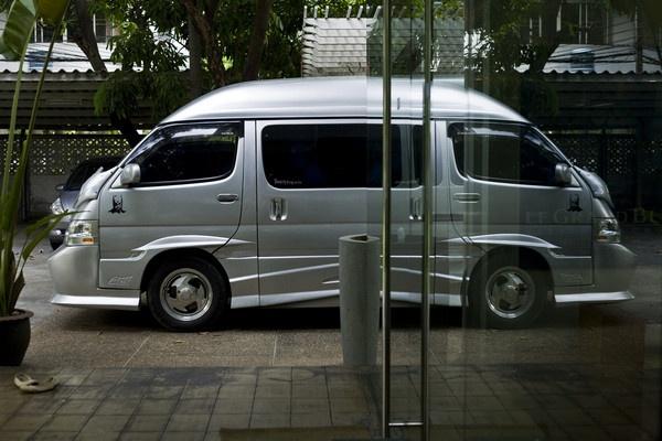 Weird Van by Butch3r
