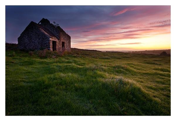 Field Barn by ian.daisley