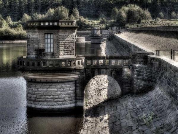 Ladybower Reservoir by whiteboxer