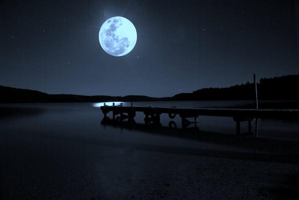 Bad Moon Rising by nostramo
