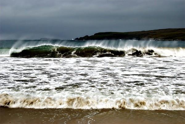 Wispy Waves by gazb159