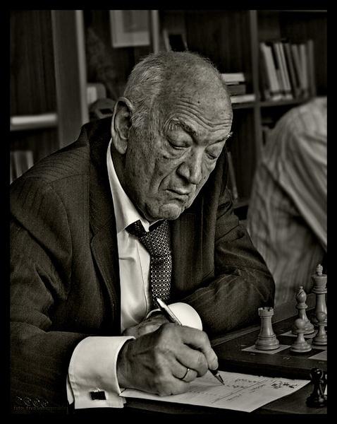 Chess legend Viktor Kortsjnoj on a match in Enschede (Holland) by assendelft