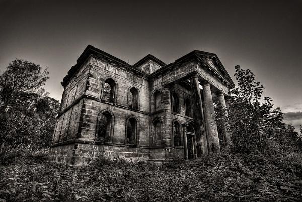 Haunted Mausoleum... by Ian_Sweet