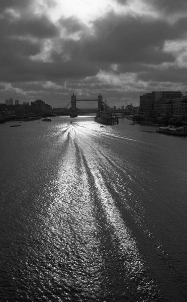 Thames by jinstone