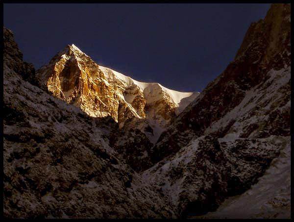 Peak behind keadrnath temple. by milindwaichal