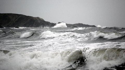 Rough Sea by jacqui123