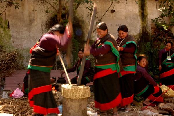 Making Chyura - a nepali food by phal