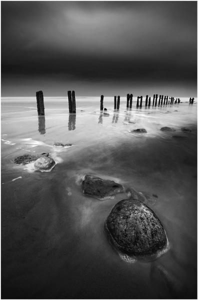 Sandsend Groynes 3 Mono by iansnowdon