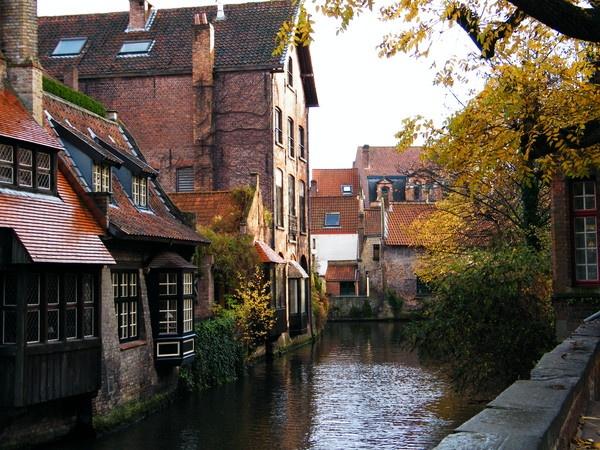 Canal scene, Bruges. by erichoulder
