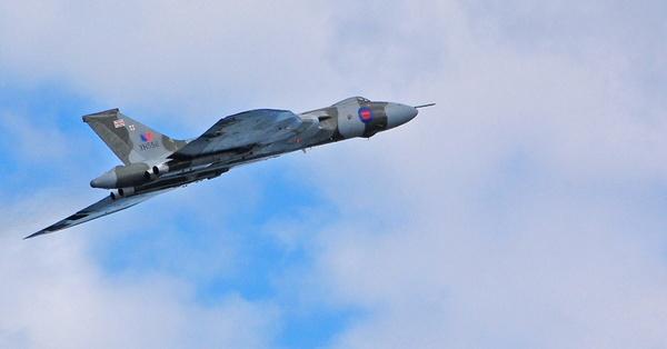Vulcan Flypast by RobertH