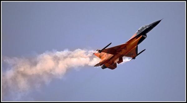 F16 by marathonman