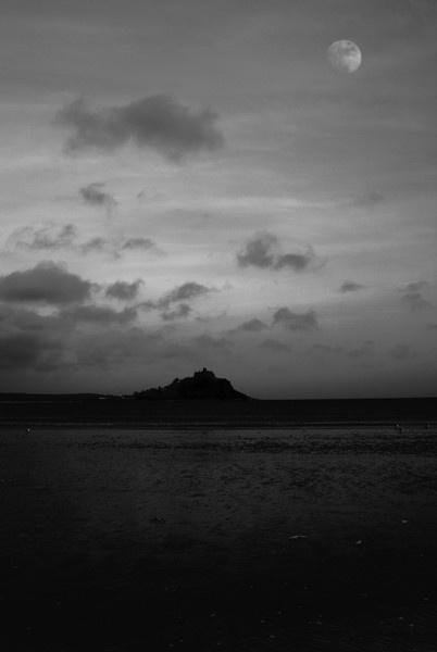 Moonlit Mount by Robe
