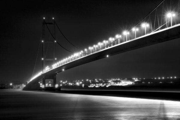t\' Umber Bridge by dwillows