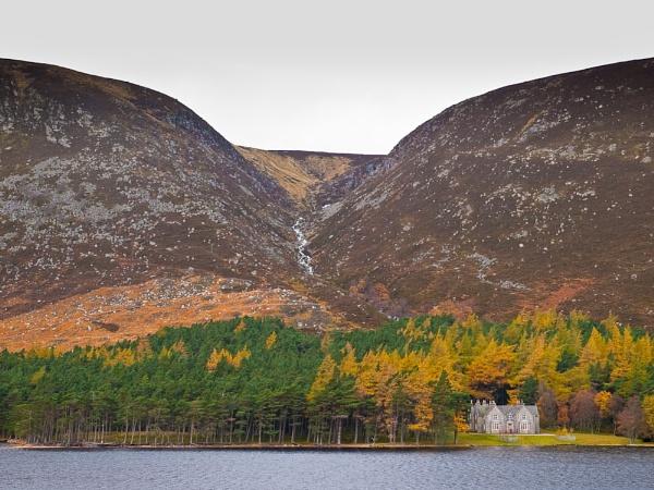 Loch Muick by Woofmix