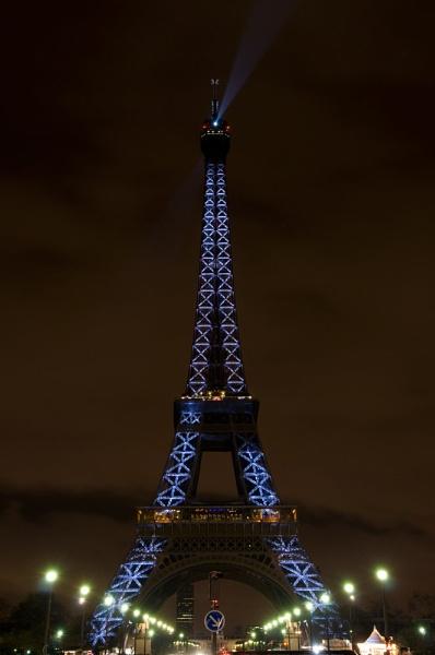 Eiffel Tower by widols