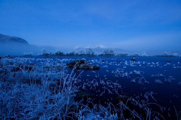 Pre Dawn Lochan na-Achlaise by rowarrior