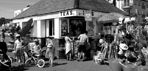 Seaside kiosk by pentaxian