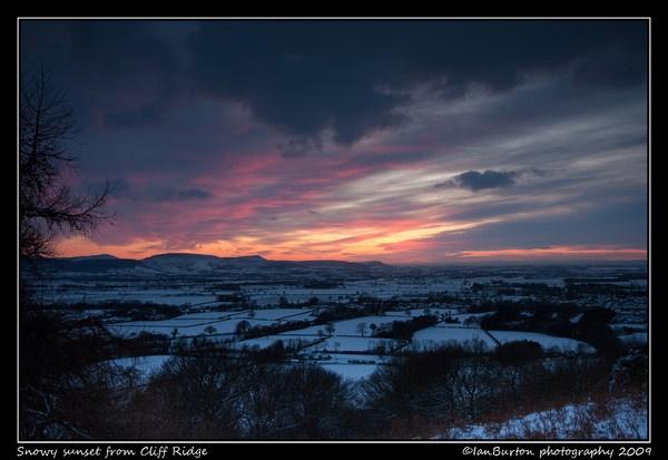 Snowy sunset by IanBurton