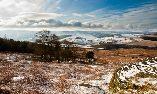 looking from stanage edge by gingerninja